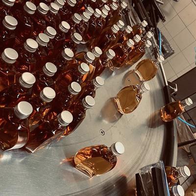 Nous réalisons la mise en bouteille de miniatures, verre et PET, de 1,5cl à 5 cl